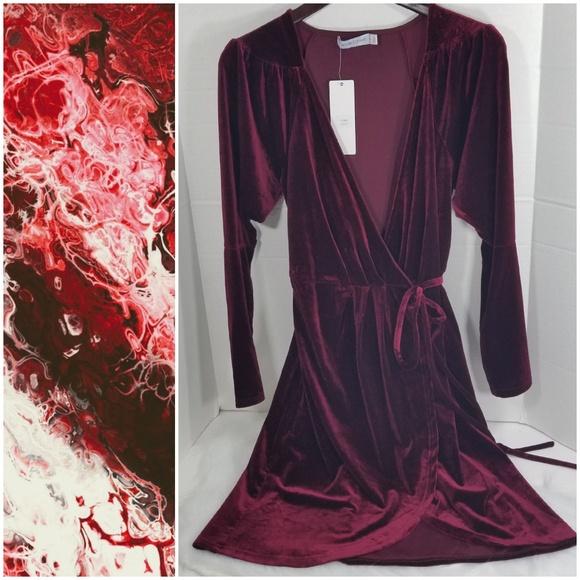 b2e985d97170 White Closet Maroon Red Velvet Wrap Dress